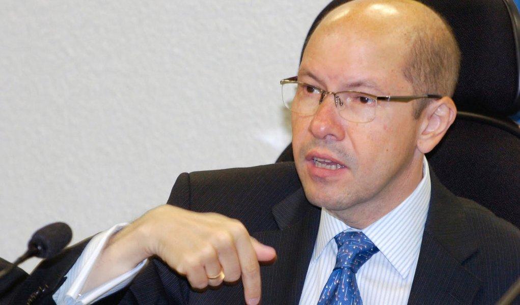 Aumenta pressão sobre Fernando Bezerra
