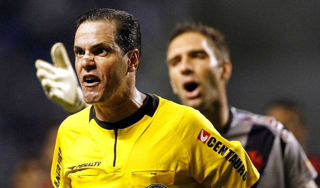 "Fifa vai investigar denúncia de ""árbitro amigo"""