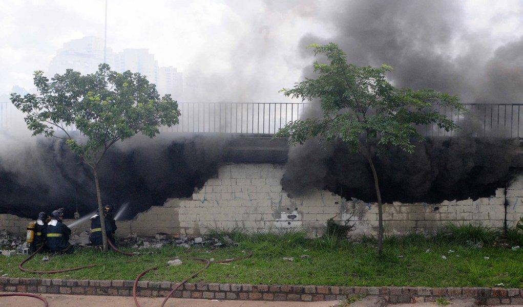Incêndio atinge barracão da Mocidade Alegre, em São Paulo