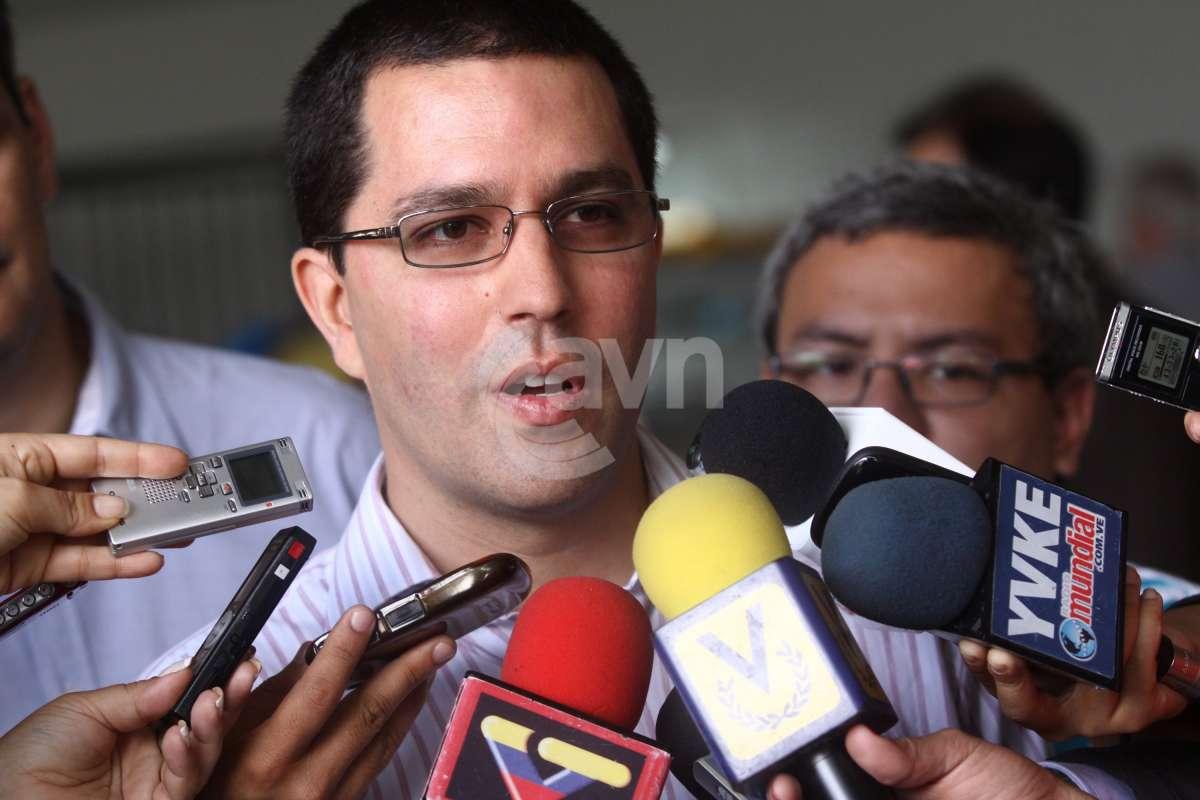 Autoridades reconhecem que estado de Chávez é grave