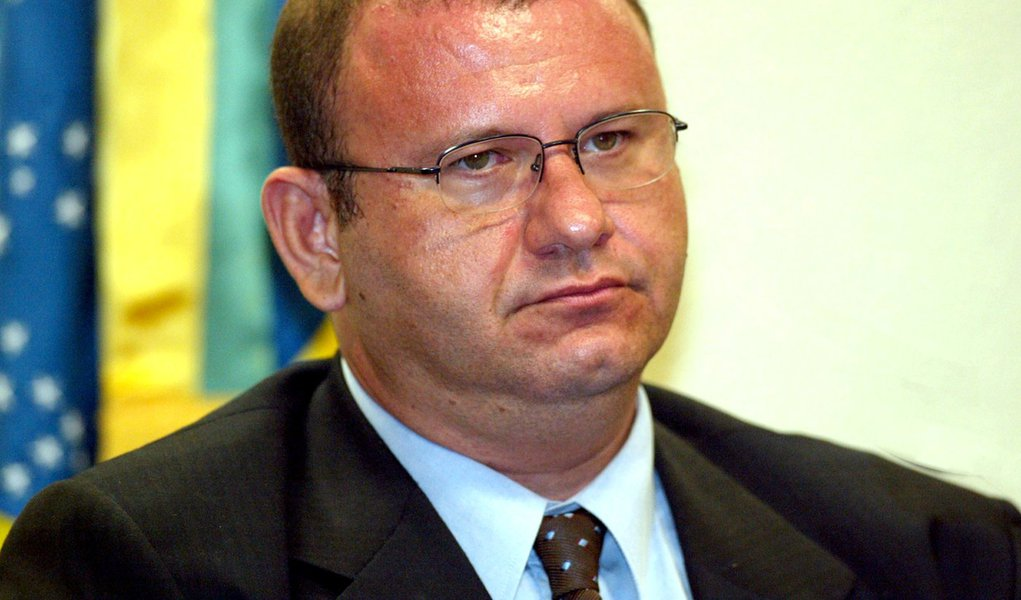 Oposição quer saber se Cachoeira financiou Lula em 2002