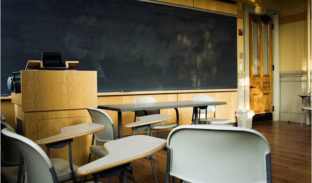 Em greve há 80 dias, professores mantêm paralisação