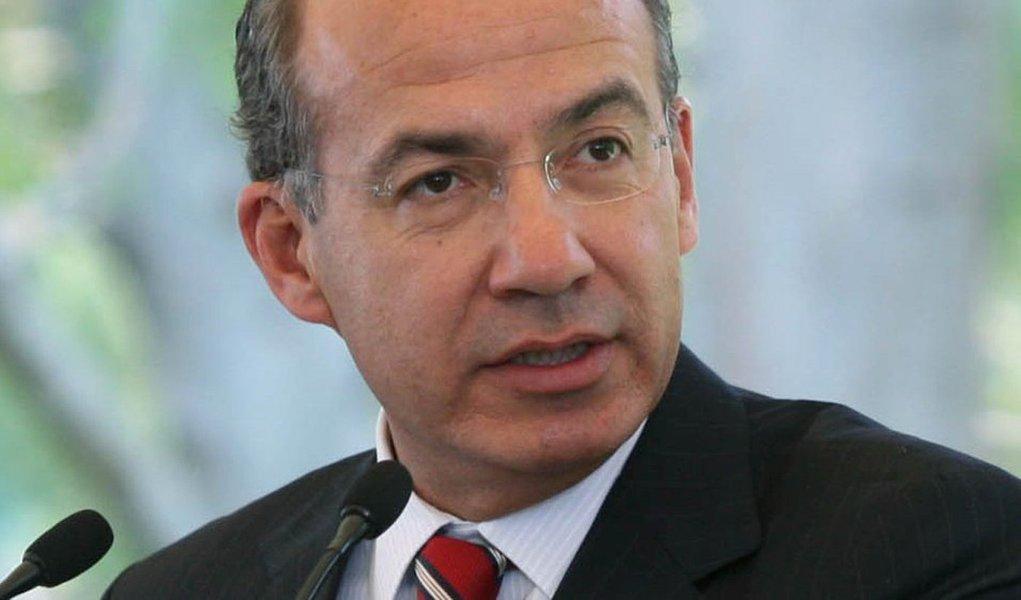 Felipe Calderón negocia emprego em universidades dos EUA