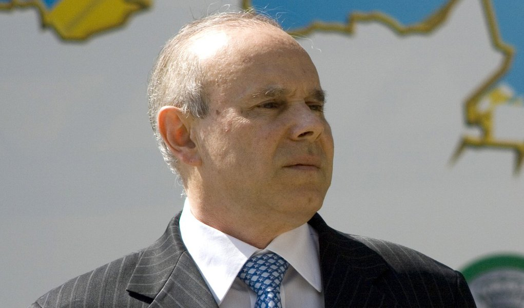 Mantega contesta FMI e diz que Brasil continuará intervenção cambial