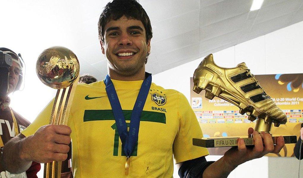 Henrique viaja a Zurique para premiação da FIFA