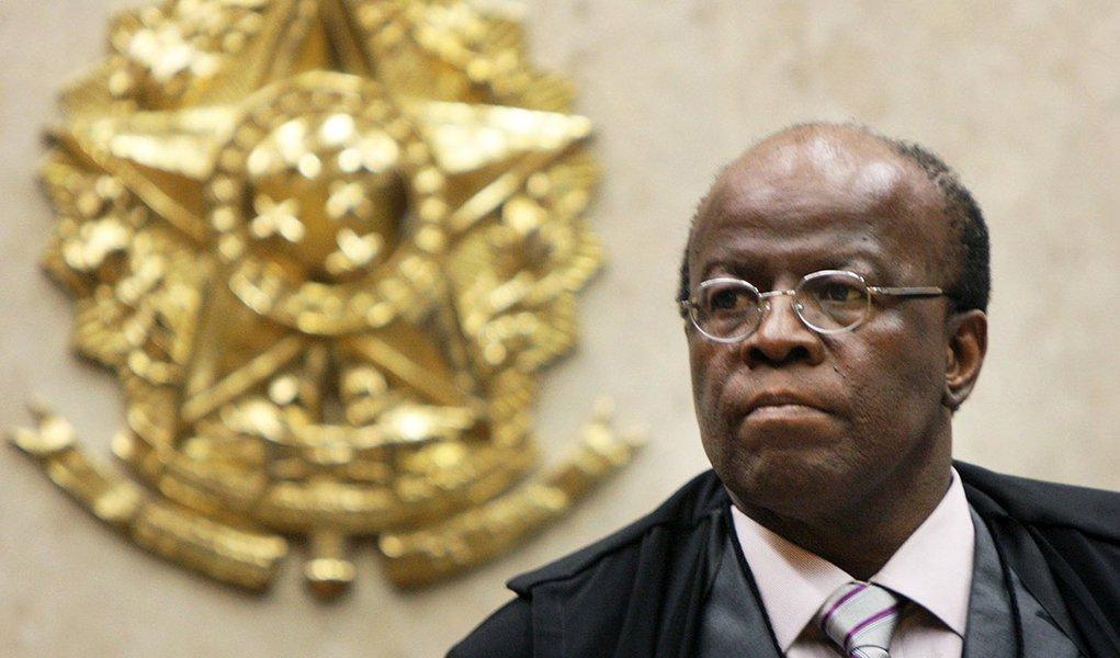 Diário elege Barbosa o 'mais desagradável de 2012'