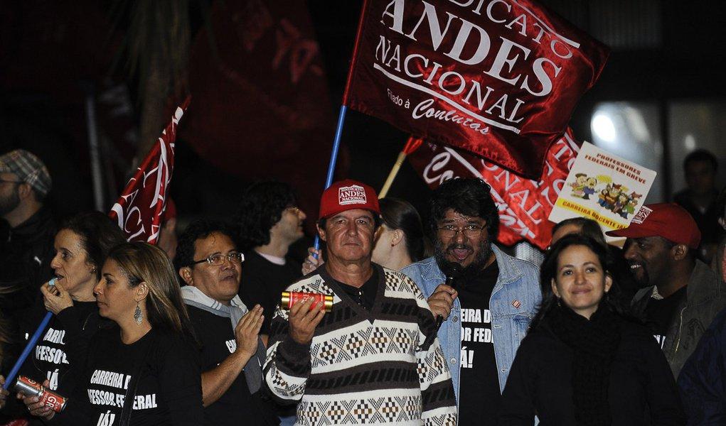 Greve de universidades federais vai continuar, diz sindicato