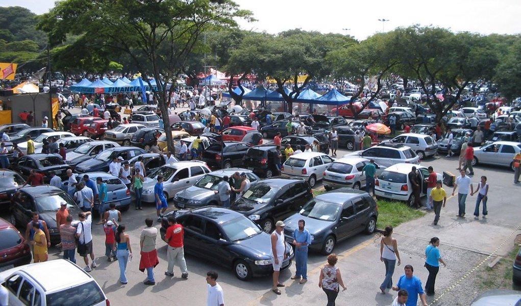Com IPI menor, venda de automóveis em julho bate recorde
