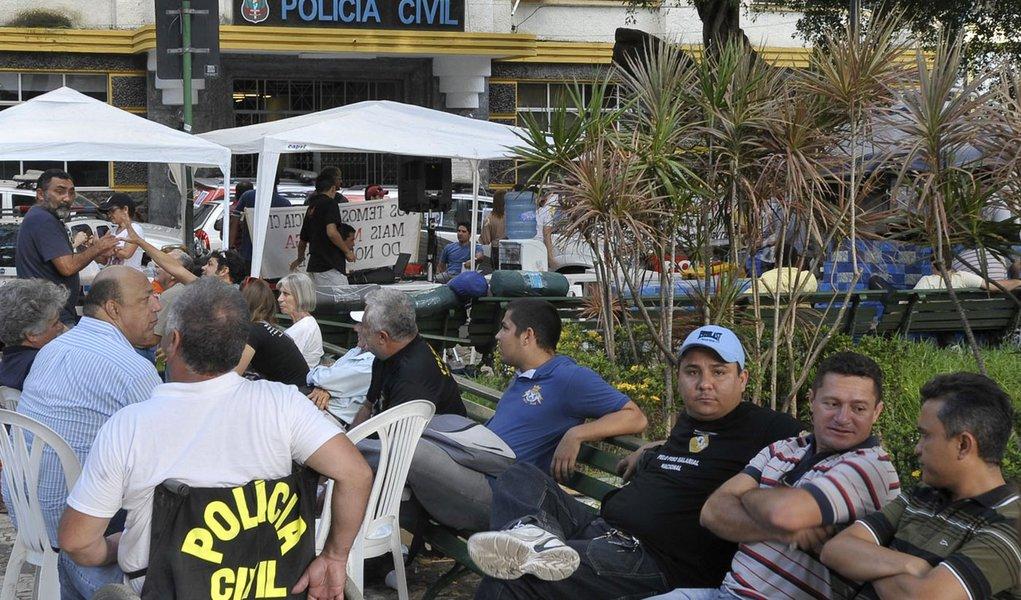 Policiais civis se reúnem com procurador-geral de Justiça do Ceará