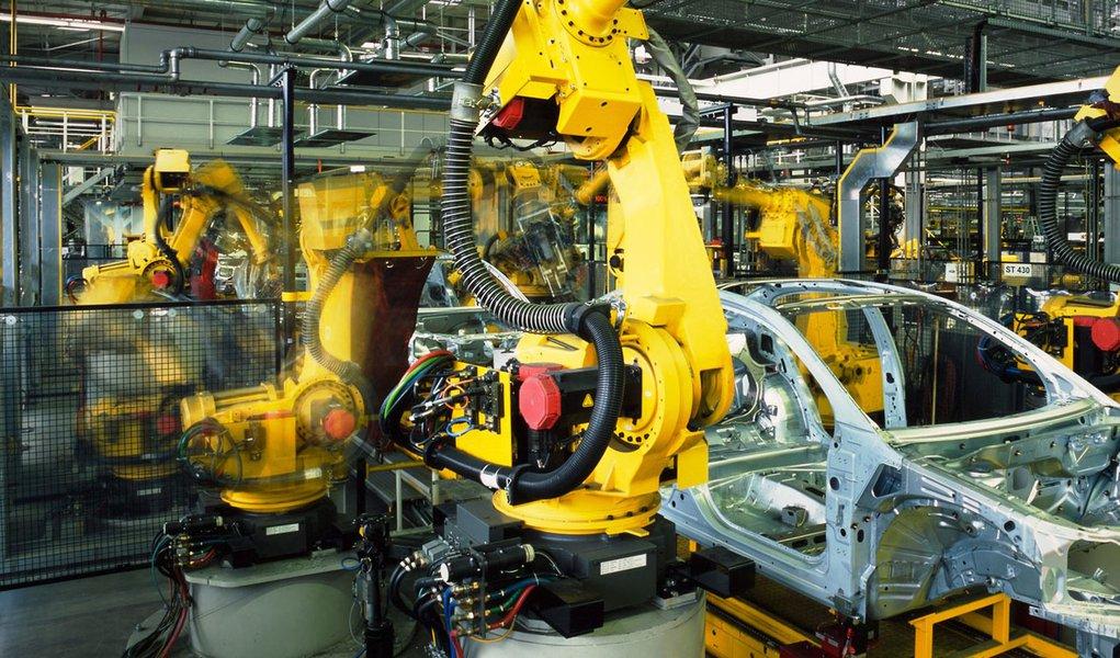 """Produção industrial tem alta e Mantega vê """"ponto de virada"""""""