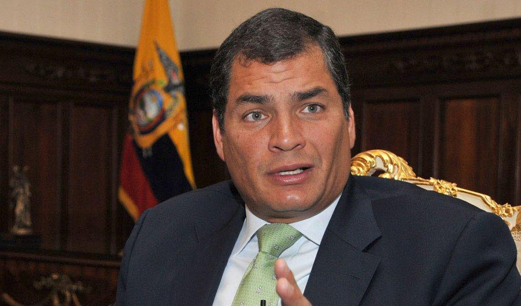 Equador suspende publicidade oficial em meios de comunicação privados