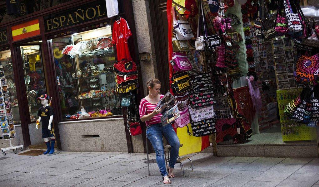 Economia espanhola encolhe 0,4% e agrava recessão