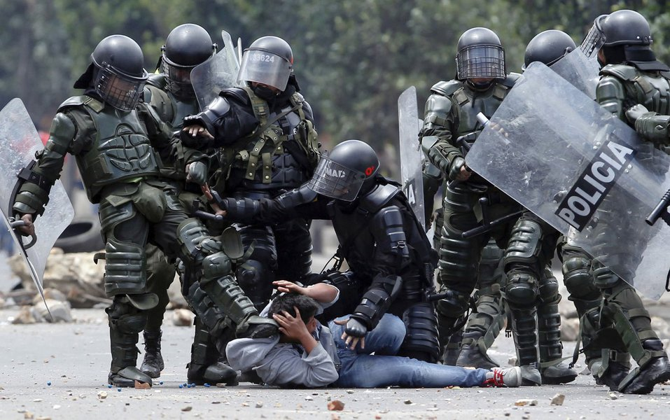 80% dos brasileiros temem tortura policial