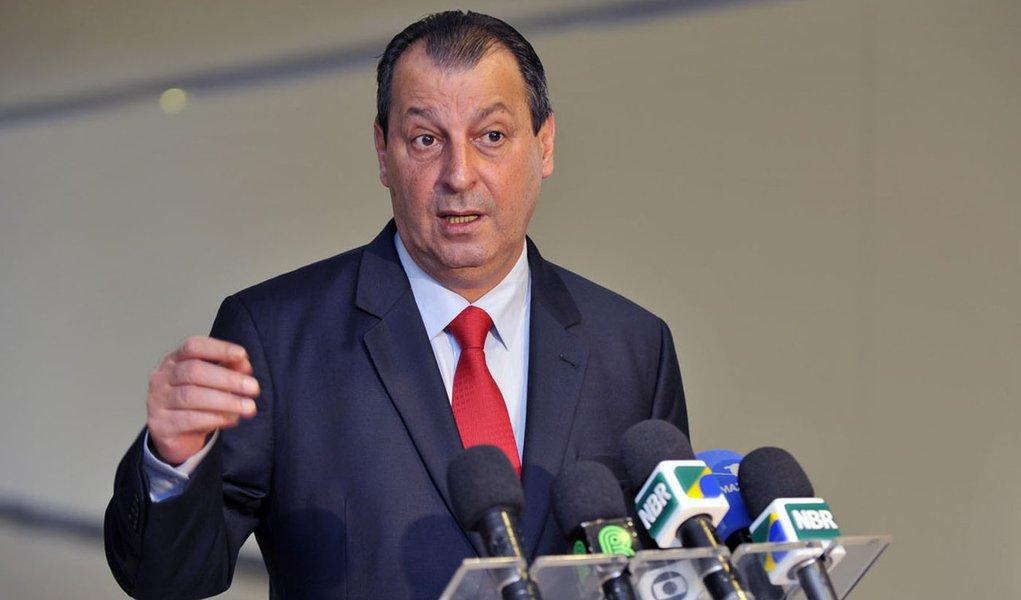 Omar Aziz anuncia que deixa o cargo no dia 4