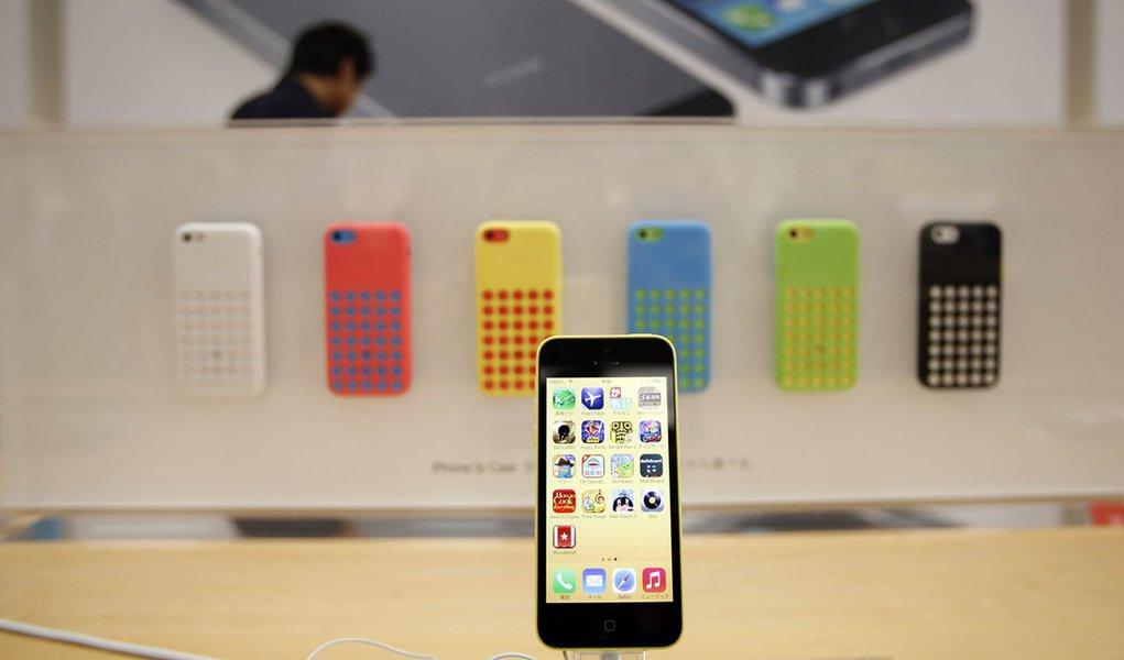 Ação da Apple despenca após relato de que novo iPhone pode ficar aquém de concorrentes