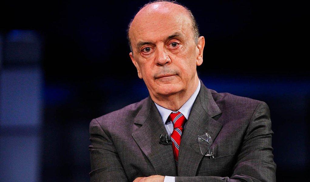 "Investigado, Serra diz que merecia ""medalha anticartel"""