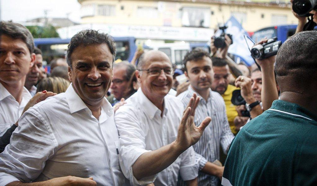 Aécio inicia tour pelo País em meio à divisão do PSDB