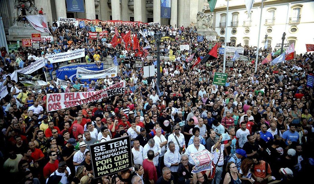 Sindicatos convocam greve geral para 11 de novembro