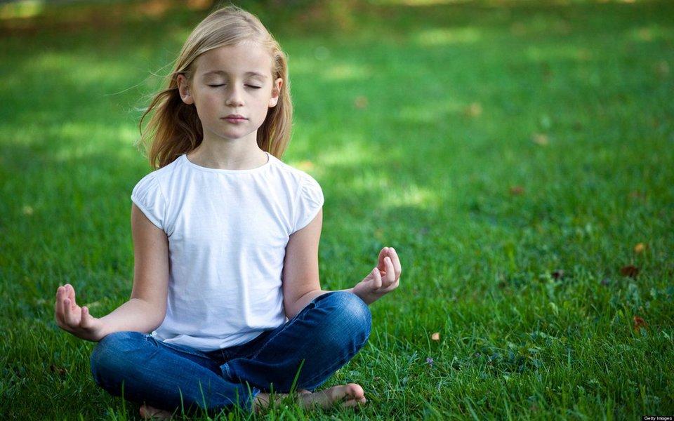 A meditação ajuda as crianças a se concentrar