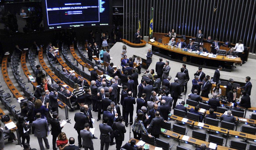 Deputados governistas se mobilizam para incluir parentes na Lei da Repatriação