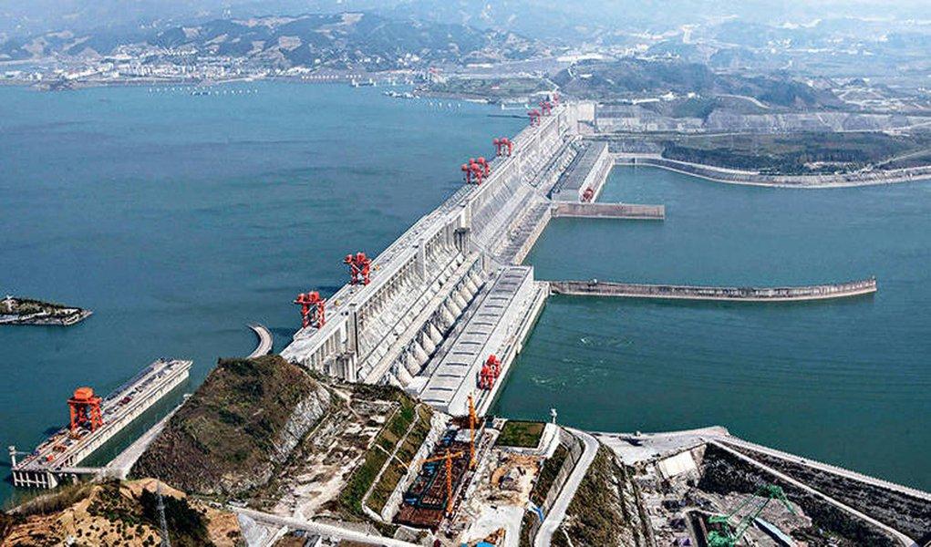 Chineses já controlam geração de energia no Brasil