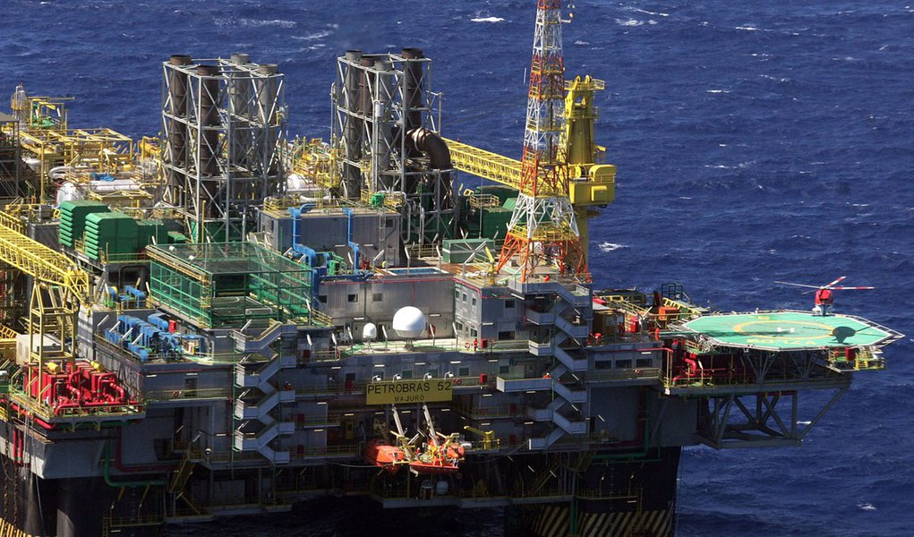(Des)Governo Temer pode vender petróleo do pré-sal abaixo do preço