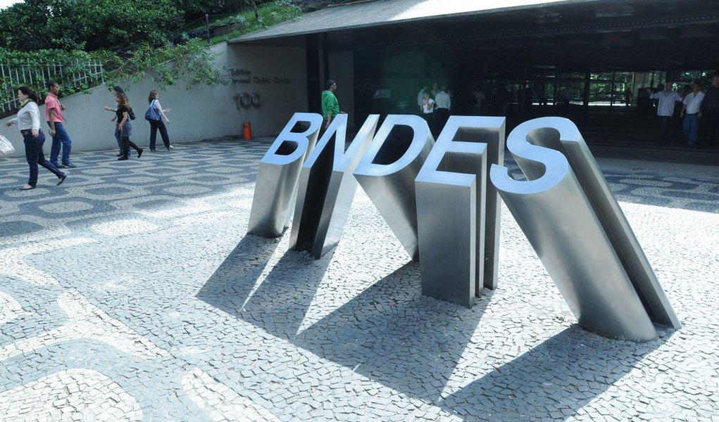 BNDES libera 35% menos. Vamos crescer sem investir e sem financiar?