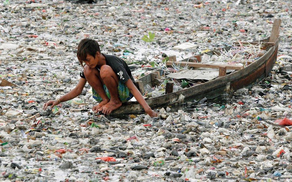 Poluição por medicamentos. Ameaça invisível presente nas nossas águas