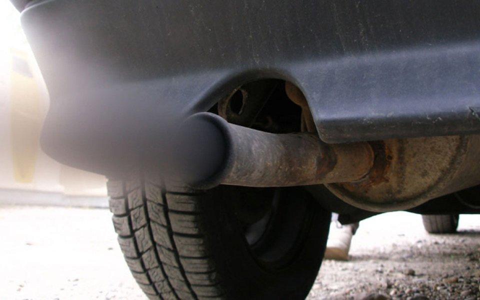 Não basta plantar árvores. Poluição por ozônio só vai cair com menos carros