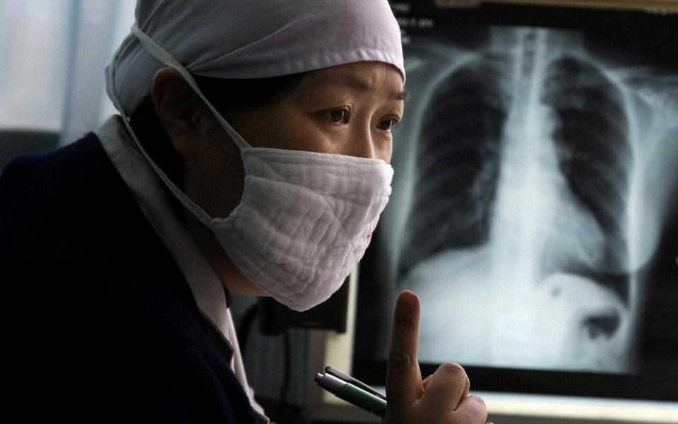 Tuberculose multirresistente. Uma viajante propaga o pânico