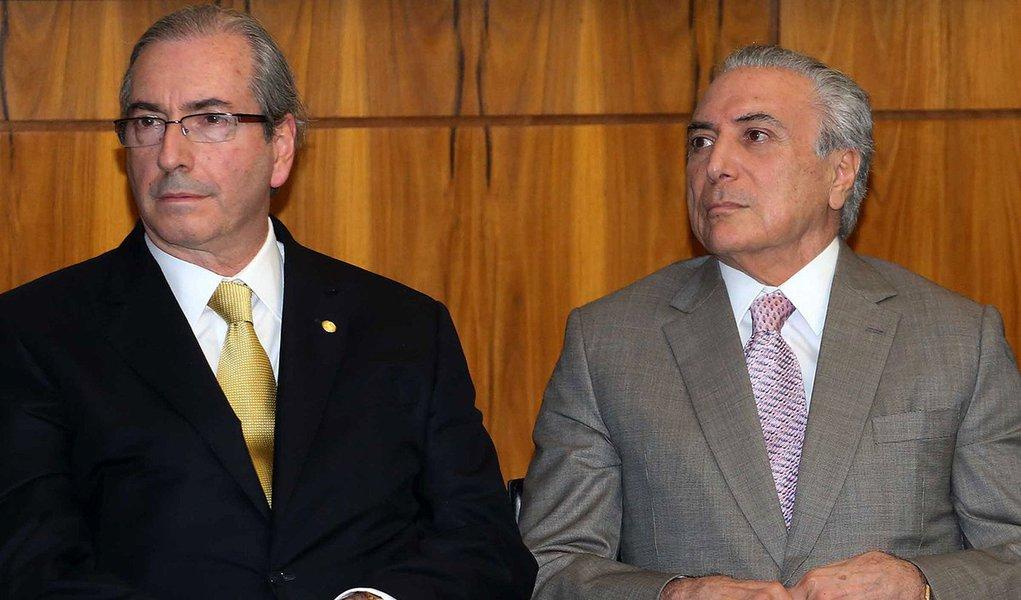 Para se salvar, Cunha ameaça Temer com impeachment