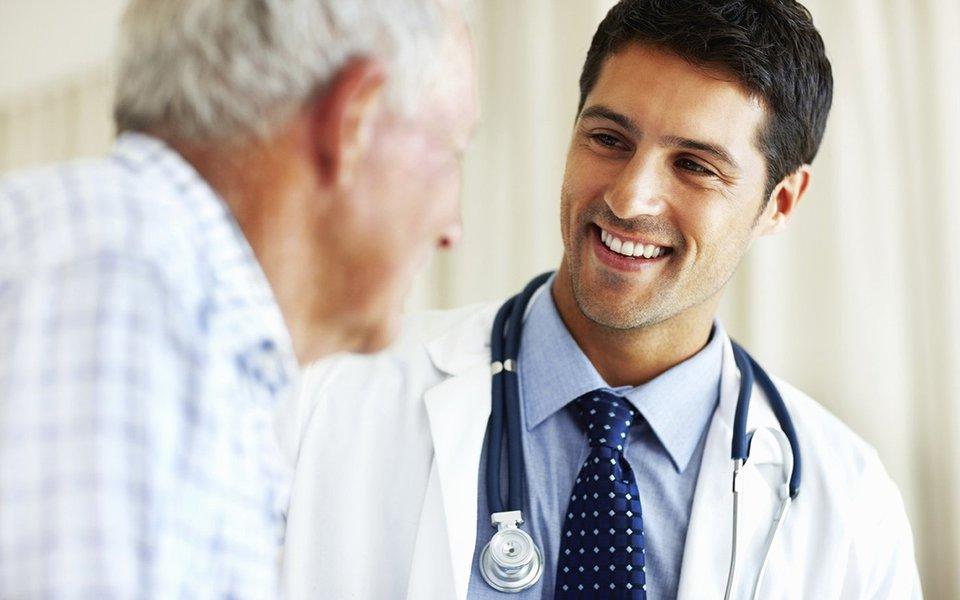 O sorriso do médico. Ele influi na saúde do paciente