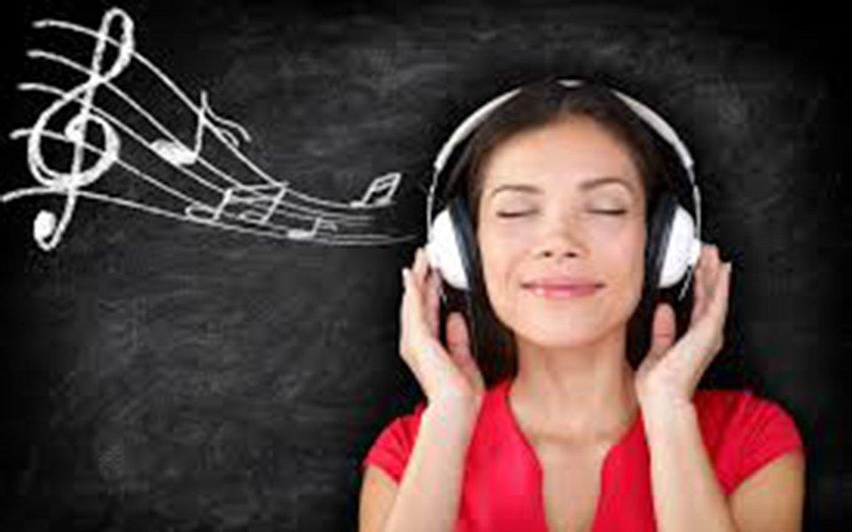 A música dá o maior barato. Ela atua no cérebro como uma droga