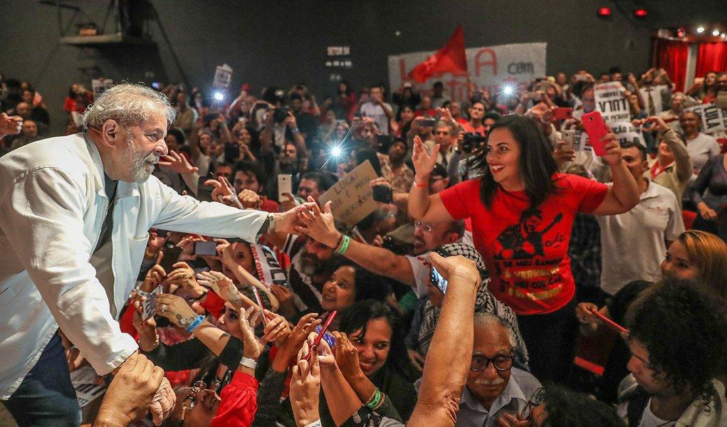 Datafolha: mesmo condenado, Lula vence em qualquer cenário