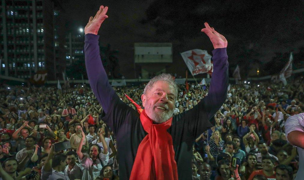 Caravana gaúcha de Lula começará pelo túmulo de Vargas