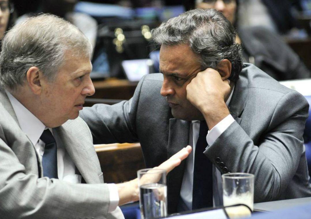Aécio amplia crise e tira Tasso do comando do PSDB