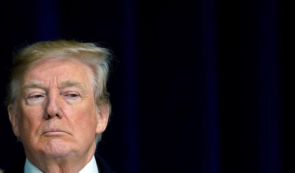 Juiz dos EUA autoriza ação contra Trump por ganho financeiro