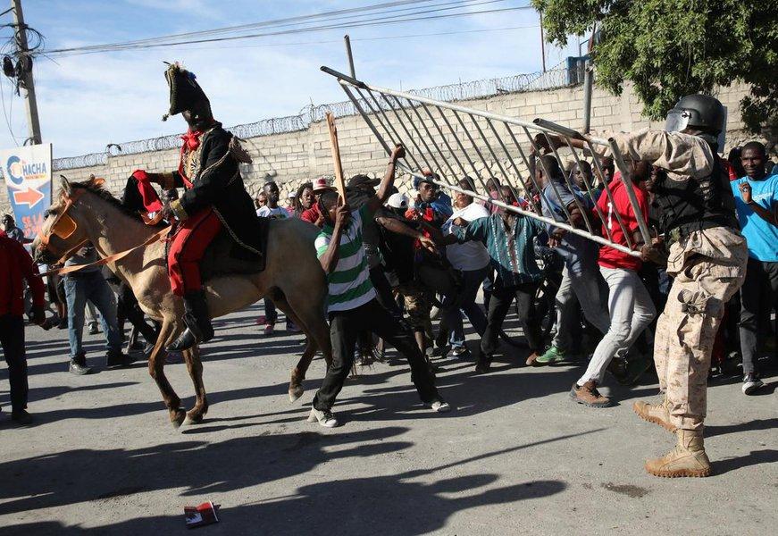 Protesto contra Trump fecha embaixada dos EUA no Haiti