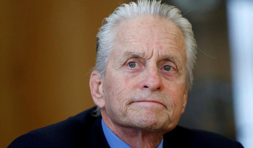Ator Michael Douglas é acusado de assédio sexual na década de 1980