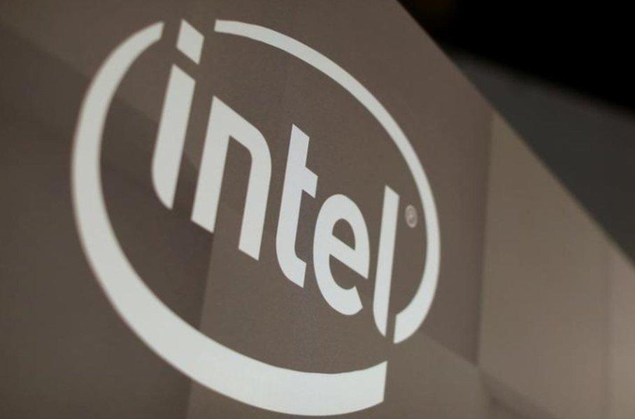 Intel planeja série de atualizações para se distanciar da AMD em processamento de dados