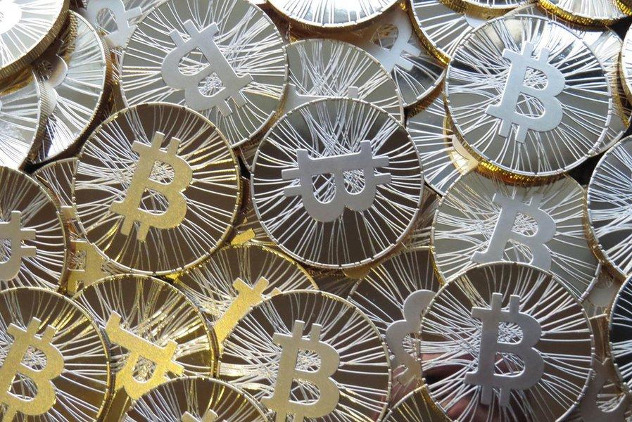 """Banco suíço cria primeiro valuation de Bitcoin e moeda pode valer """"apenas"""" US$ 6 mil"""