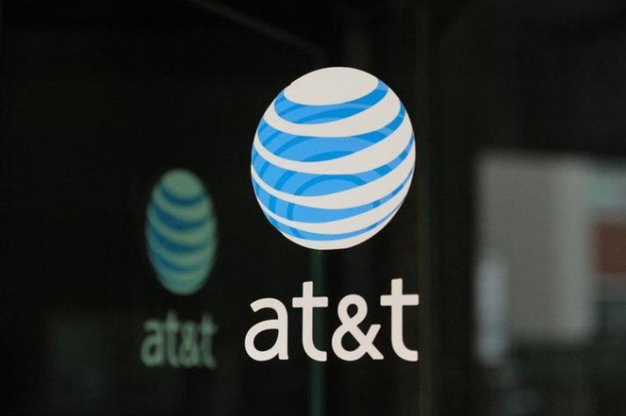 Legisladores dos EUA instam AT&T a cortar laços comerciais com Huawei, dizem fontes