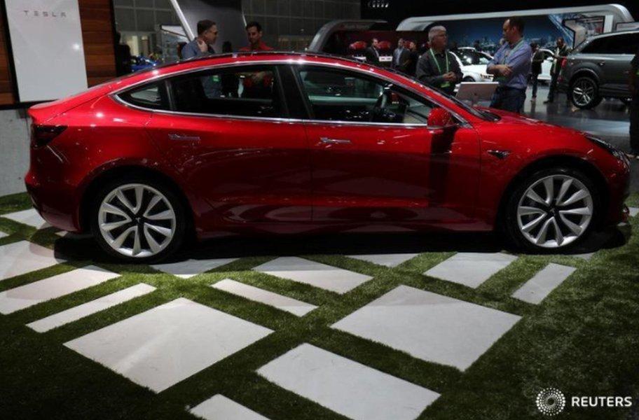 Novo atraso na produção do Model 3 eleva riscos da Tesla, mas analistas estão otimistas