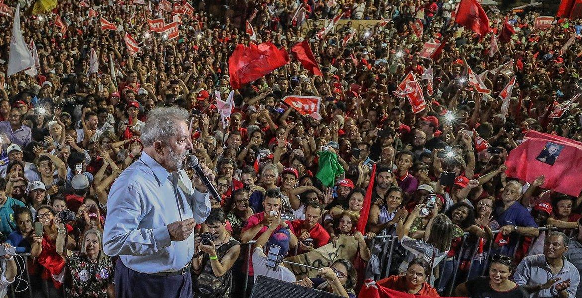 O país está tão mal, tão doente que Lula deveria ser eleito presidente por aclamação