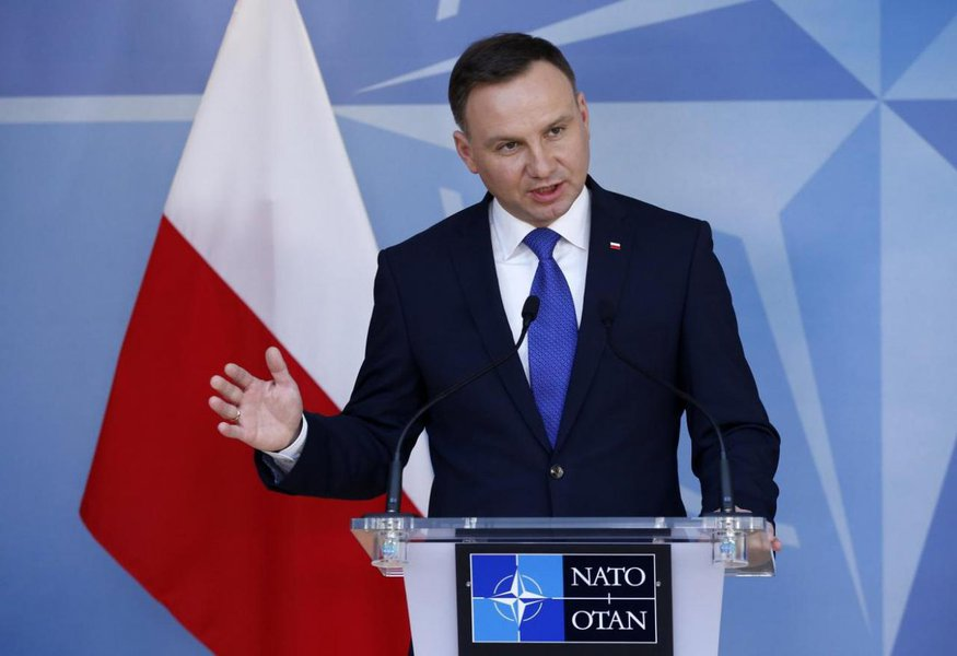 Presidente da Polônia sanciona controversa lei que nega apoio do país ao Holocausto