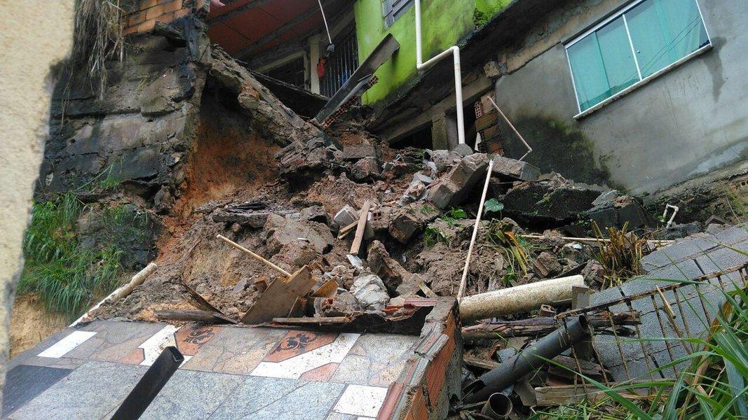 Deslizamento de terra afeta Ibirité, na Grande BH