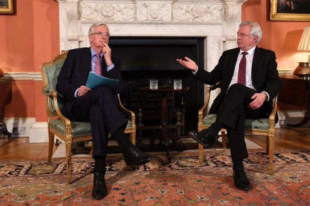 UE diz ao Reino Unido: chegou a hora de fazer escolha sobre Brexit