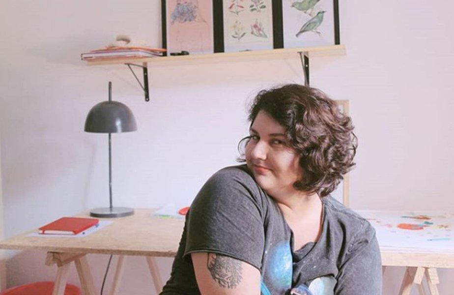 Vlogueira brasileira fala sobre gravidez na adolescência e maternidade no YouTube