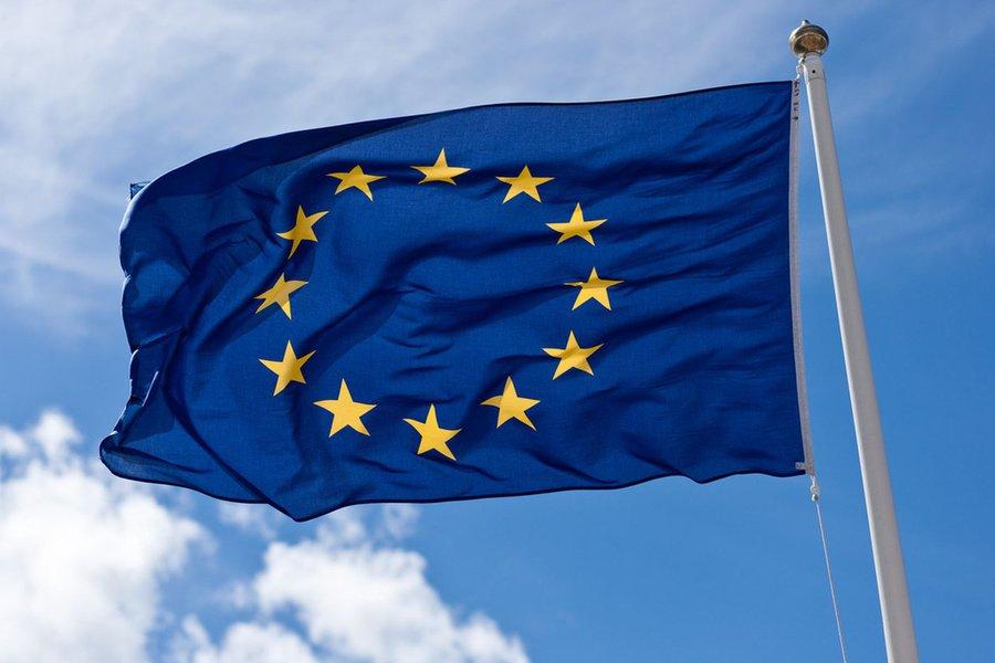 União Europeia pede que Facebook, Twitter e Google façam mais pelos usuários