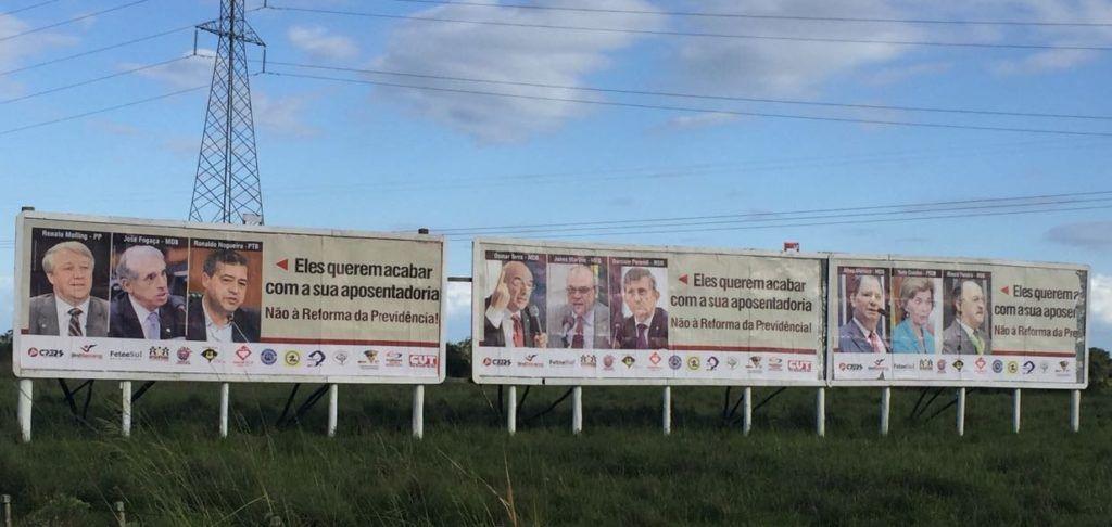 Entidades espalham 100 outdoors denunciando deputados do RS favoráveis à reforma